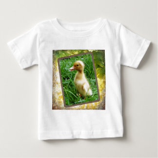 草で素早く身をかがめること ベビーTシャツ