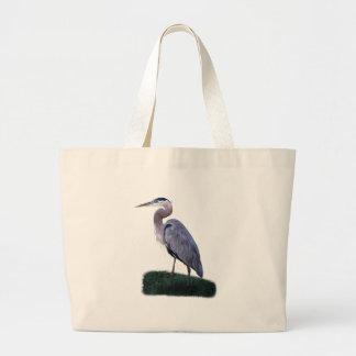 草のバッグに立っている青い鷲 ラージトートバッグ