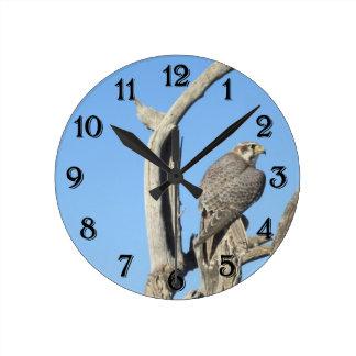 草原のタカの時計 ラウンド壁時計