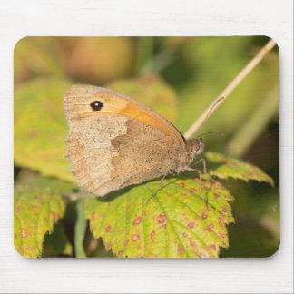 草原のブラウンの蝶 マウスパッド