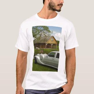 草原の軽いリムジン Tシャツ