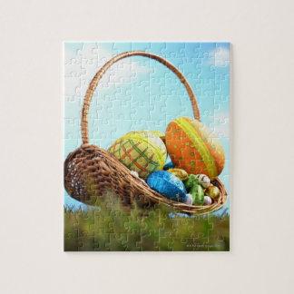 草、地上の眺めのバスケットのイースターエッグ ジグソーパズル