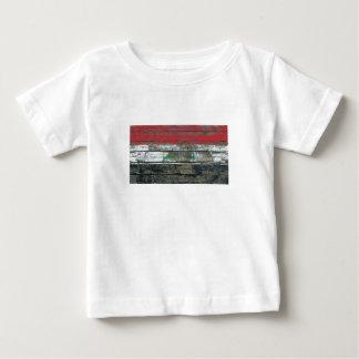 荒い木のイラクの旗は効果に乗ります ベビーTシャツ