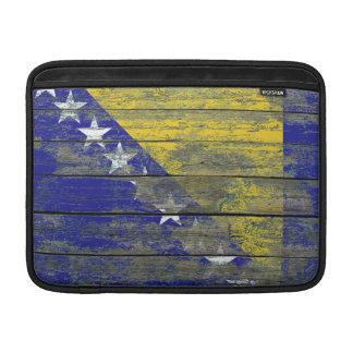 荒い木のボスニアの旗は効果に乗ります MacBook スリーブ