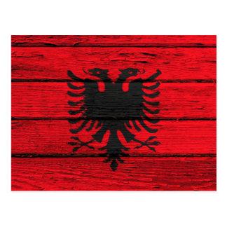 荒い木製の穀物の効果のアルバニアの旗 ポストカード