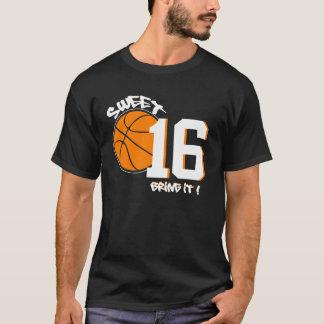 菓子16のスポーツの刺激を受けたで写実的な誕生日のティー Tシャツ