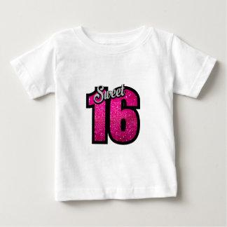 菓子16の16ピンクのグリッターの誕生会の女の子 ベビーTシャツ