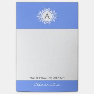 華美で白い雪片のモノグラム家族の明るい青 ポストイット