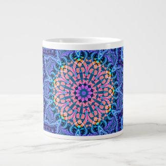華美で青い花の振動万華鏡のように千変万化するパターンの芸術 ジャンボコーヒーマグカップ