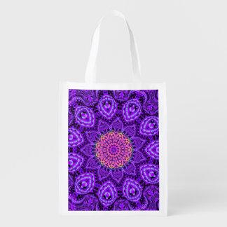華美な紫色の花の振動万華鏡のように千変万化するパターンの芸術 エコバッグ