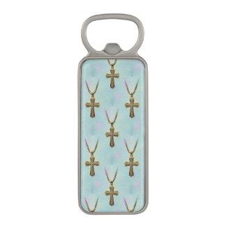 華美な金ゴールドの十字および鎖 マグネット栓抜き