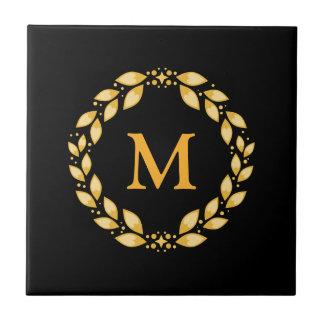華美な金Leavedローマのリースのモノグラム-黒 タイル