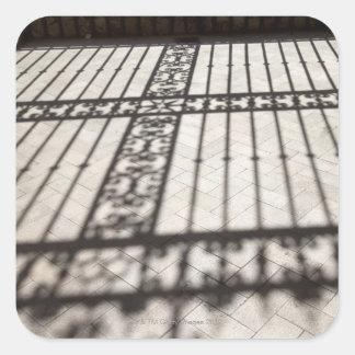 華美|鉄|囲うこと|影|タイル|床 正方形シール・ステッカー
