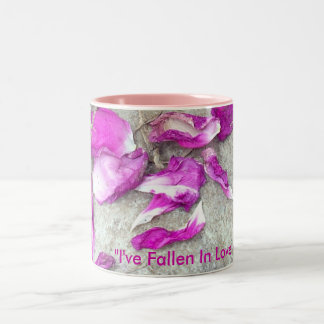 落ちたな花びら ツートーンマグカップ