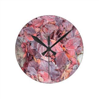 落ちたな葉、紅葉、製造所の入り江のフロスト ラウンド壁時計
