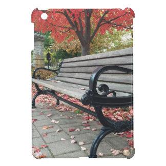 落ちるベンチおよび着席の葉 iPad MINIケース