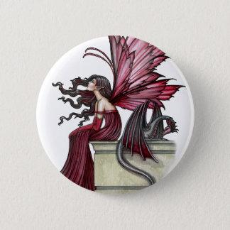 落ち着きがないルビー色のゴシック様式赤い妖精およびドラゴン 5.7CM 丸型バッジ