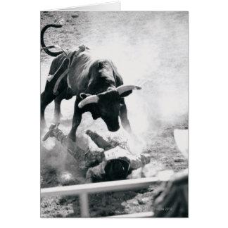 落下の後の雄牛地面のカウボーイ グリーティングカード
