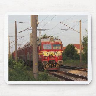 落書きによって覆われる列車 マウスパッド