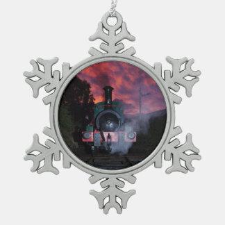 蒸気の列車の雪片のオーナメント スノーフレークピューターオーナメント