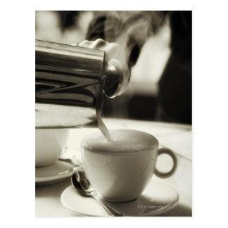 蒸気を発する新しいコーヒー作成/加えることの芸術 ポストカード