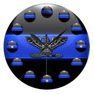 薄いブルーライン旗および星ボタンのワシ ラージ壁時計