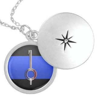 薄いブルーライン赤く白いおよび青の手錠の鍵 ロケットネックレス