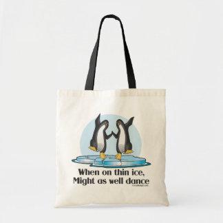 薄い氷のペンギンで時 トートバッグ