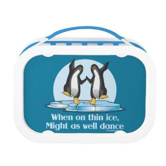 薄い氷のペンギンのおもしろいなデザインで時 ランチボックス