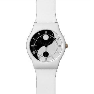 薄い灰色の明白な陰陽の記号 腕時計