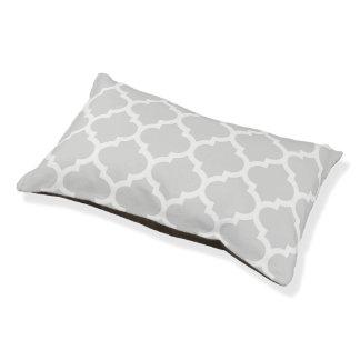 薄い灰色の白いモロッコのクローバーパターン#5