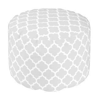薄い灰色の白いモロッコのクローバーパターン#5 プーフ