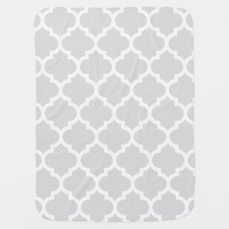 薄い灰色の白いモロッコのクローバーパターン#5 ベビー ブランケット