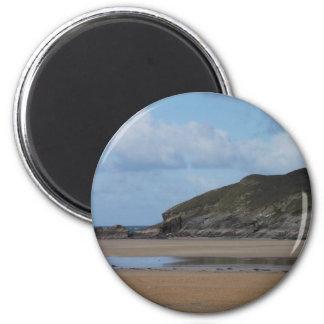 薄暗い日のコーニッシュのビーチそして海岸線 マグネット