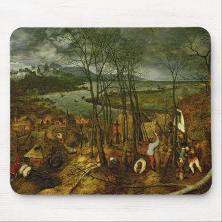 薄暗い日-春1559年 マウスパッド