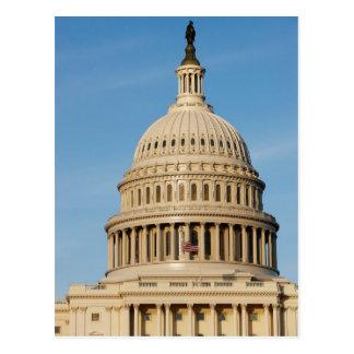 薄暗がりで撃たれる国会議事堂の建物 ポストカード