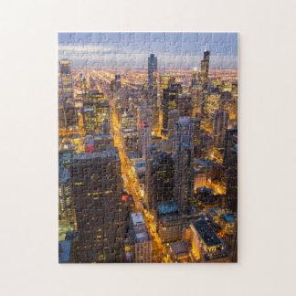 薄暗がりのシカゴの都心のスカイライン ジグソーパズル