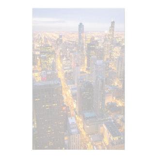 薄暗がりのシカゴの都心のスカイライン 便箋