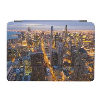 薄暗がりのシカゴの都心のスカイライン iPad MINIカバー
