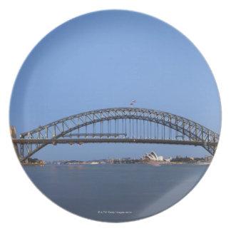 薄暗がりのシドニーのハーバーブリッジおよびオペラハウス プレート