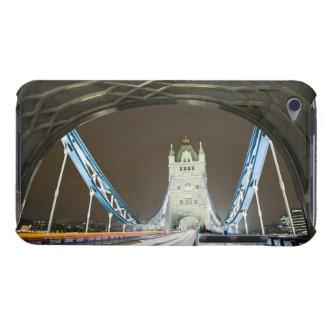 薄暗がりのタワーの橋そしてThames川 Case-Mate iPod Touch ケース