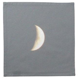 薄暗がりのナプキンの美しいワックスを掛ける三日月形の月 ナプキンクロス