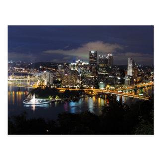 薄暗がりのピッツバーグのスカイライン ポストカード