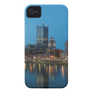 薄暗がりのピッツバーグのスカイライン Case-Mate iPhone 4 ケース