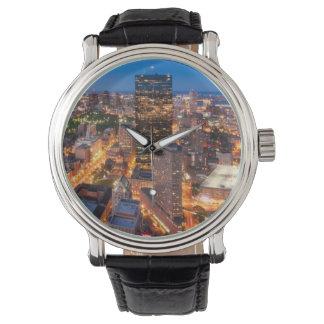 薄暗がりのボストンのスカイライン 腕時計