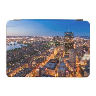 薄暗がりのボストンのスカイライン iPad MINIカバー