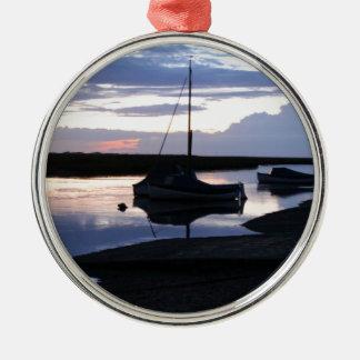 薄暗がりのボートBlakeney メタルオーナメント