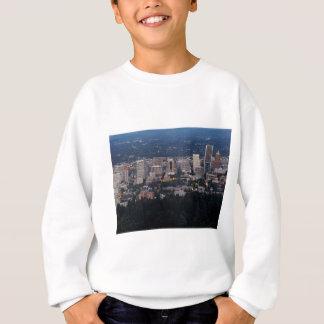 薄暗がりのポートランドスカイライン スウェットシャツ