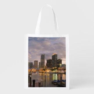 薄暗がりのマイアミの財政のスカイライン エコバッグ