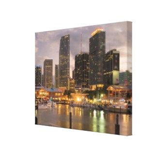 薄暗がりのマイアミの財政のスカイライン キャンバスプリント